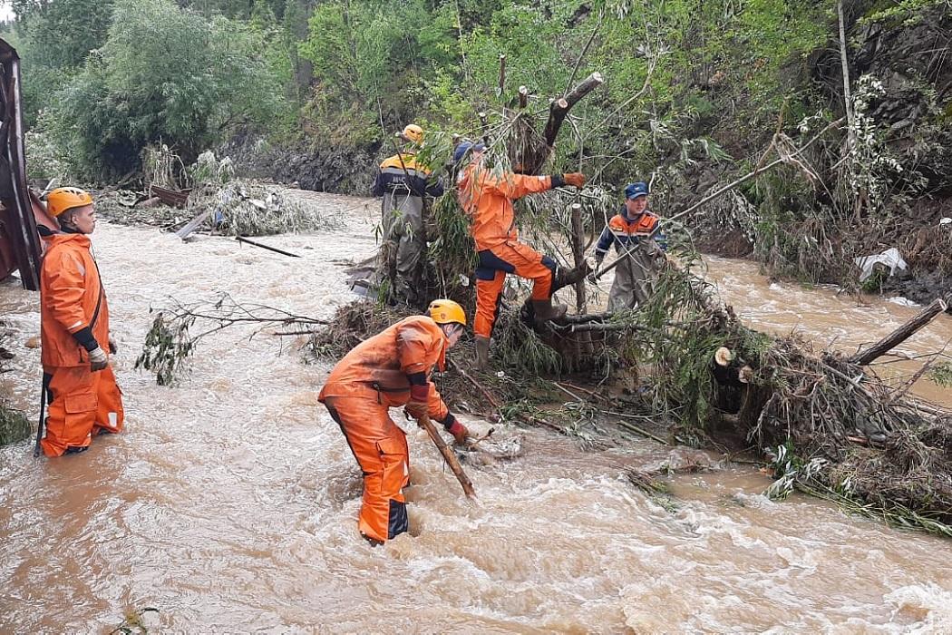 Более 400 человек устраняют последствия паводка в Нижних Сергах