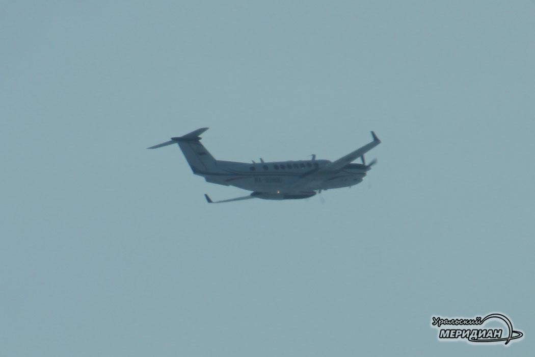 Летит самолет