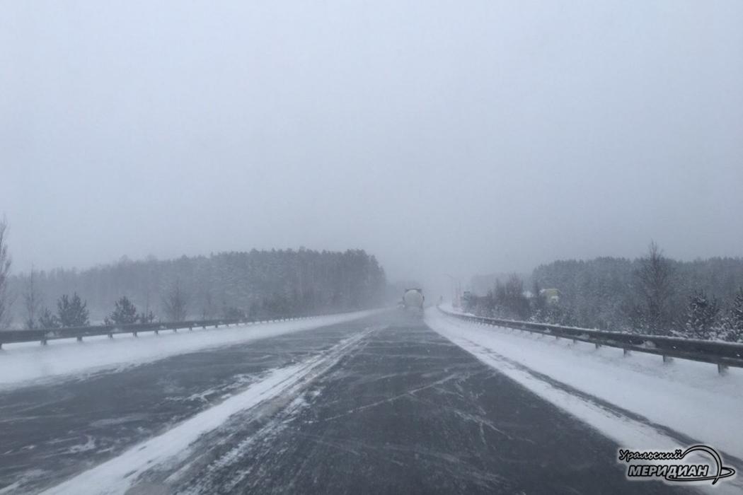 Из-за гололёда на дорогах Южного Урала сохраняется сложная обстановка
