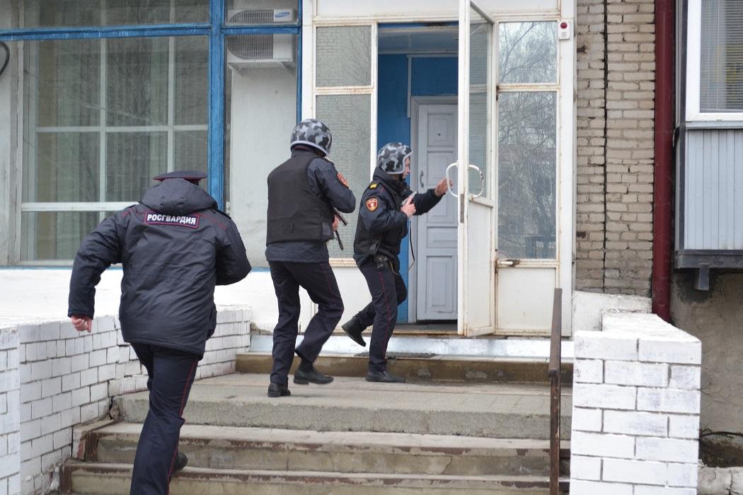 Зауральские росгвардейцы соревновались в задержании преступников