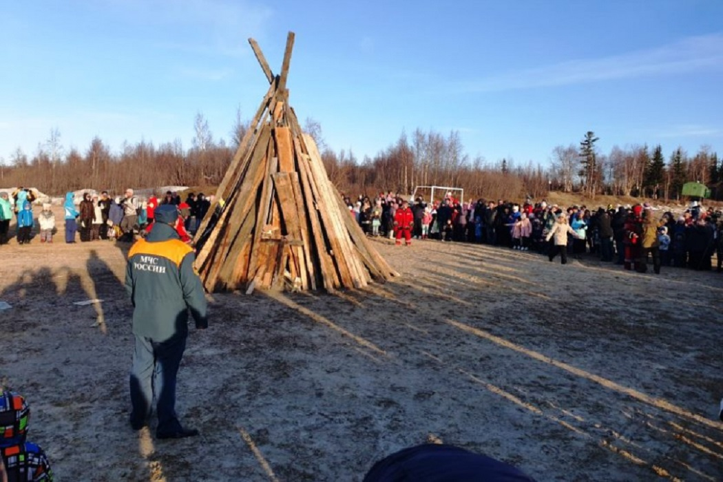 В Салехарде встречали ледоход традиционным праздником