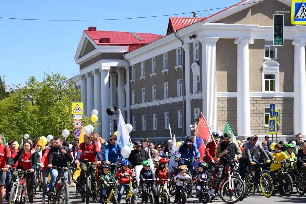 Более 800 курганцев приняли участие в велопараде