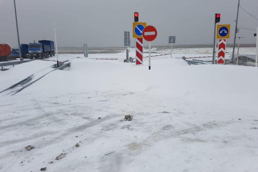 В Салехарде из-за снегопада приостановили работу аэропорта