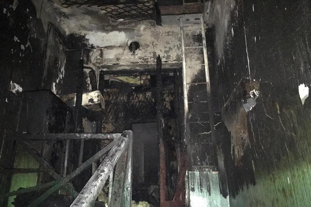 В Екатеринбурге при пожаре в двухэтажке погибла 93-летняя пенсионерка