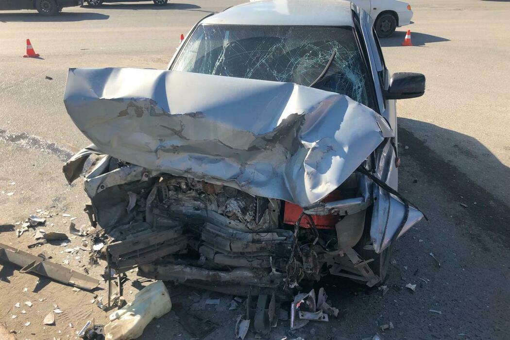 Пострадали двое: в Нижневартовске на перекрёстке Hyundai врезался в «ВАЗ»