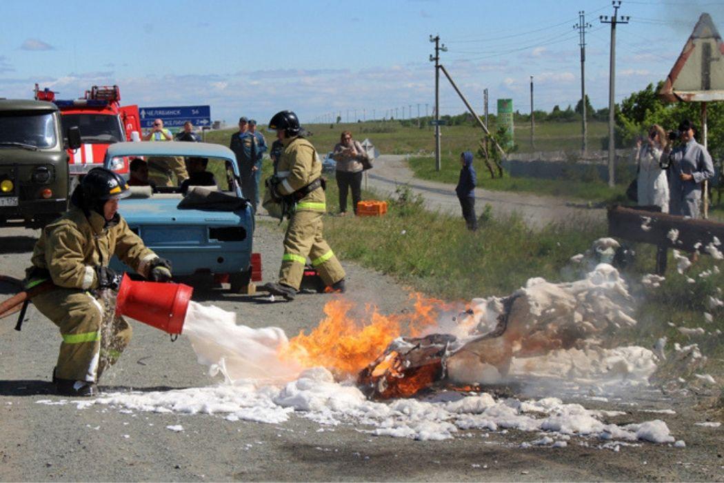 В Челябинской области спасатели учились ликвидировать последствия ДТП