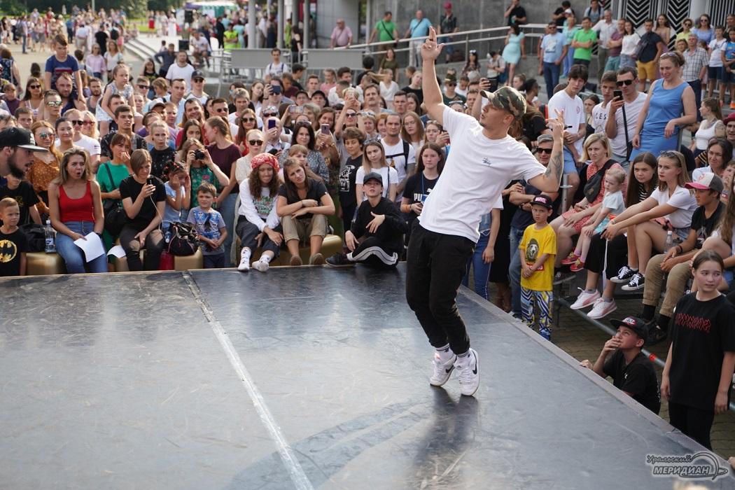 DANCEКБ: участники шоу «ТАНЦЫ» поздравили Екатеринбург с Днём рождения