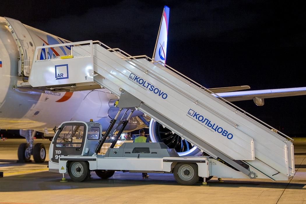 Аэропорт «Кольцово» закупил новые самоходные трапы