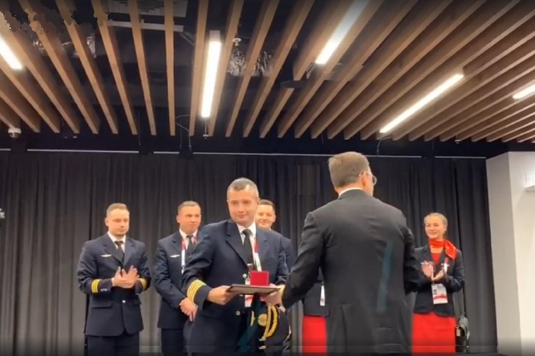 Героический экипаж «Уральских авиалиний» получил квартиры в Екатеринбурге