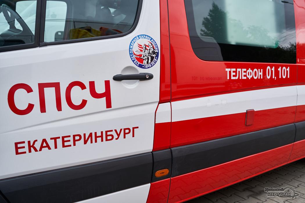 Поисково-спасательный отряд МЧС России машина