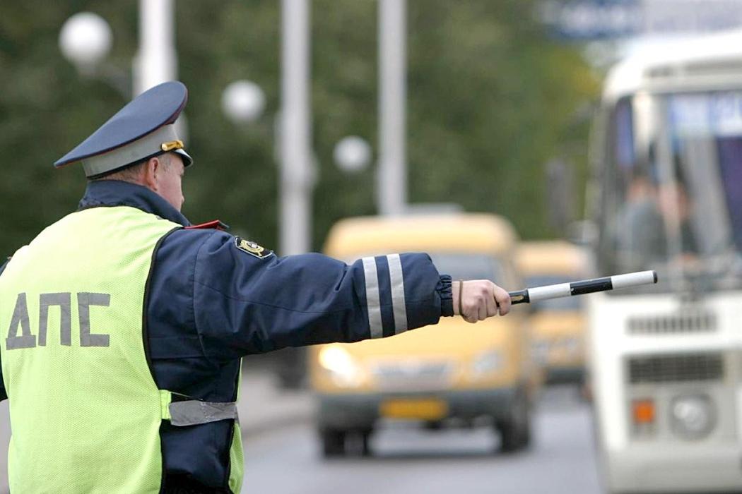 Двое екатеринбуржцев лишились машин прямо на дороге из-за долгов