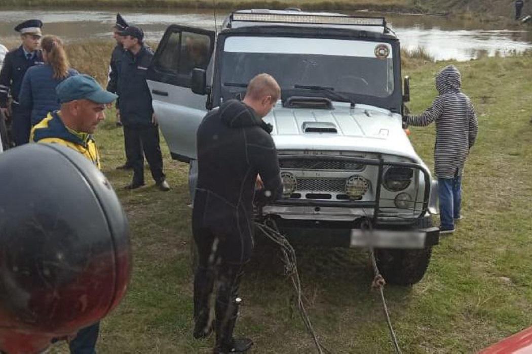 На Среднем Урале в утонувшем автомобиле погибли трое мужчин