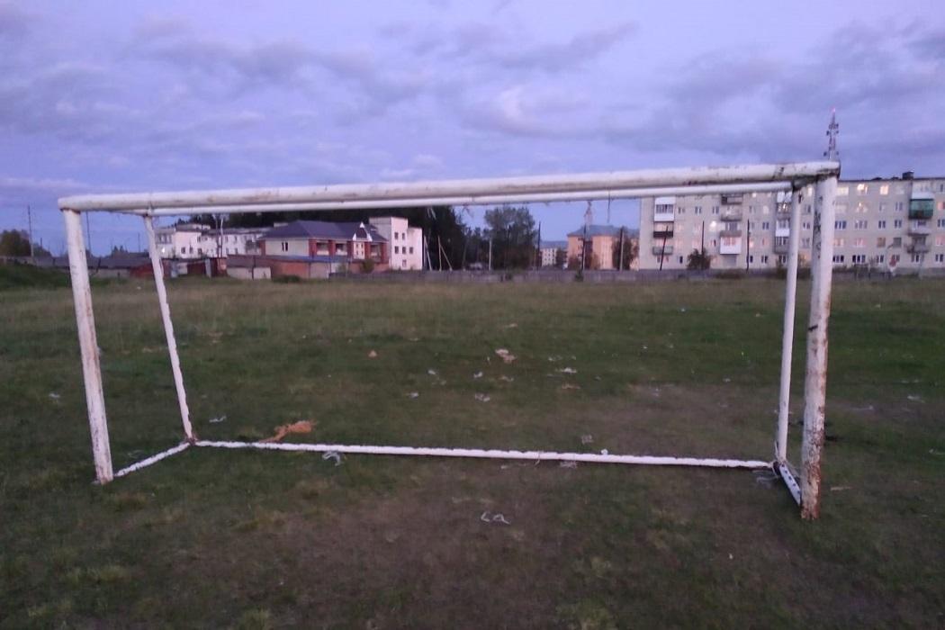 подростка насмерть придавило футбольными воротами
