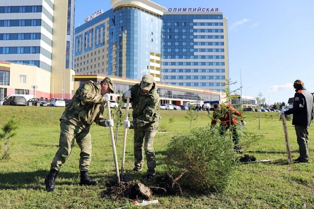 Росгвардейцы и кадеты Ханты-Мансийска высадили более 150 саженцев