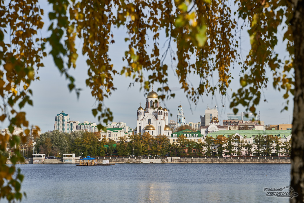 Храм на крови осень Екатеринбург