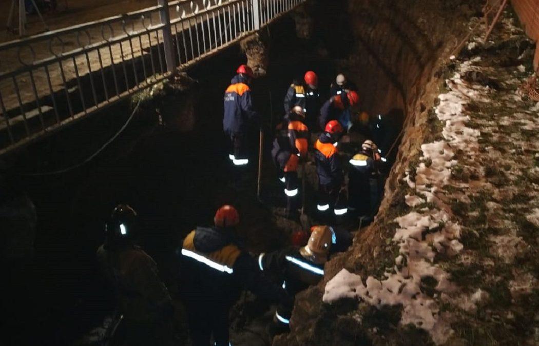 В Екатеринбурге при проведении земляных работ пострадали два коммунальщика