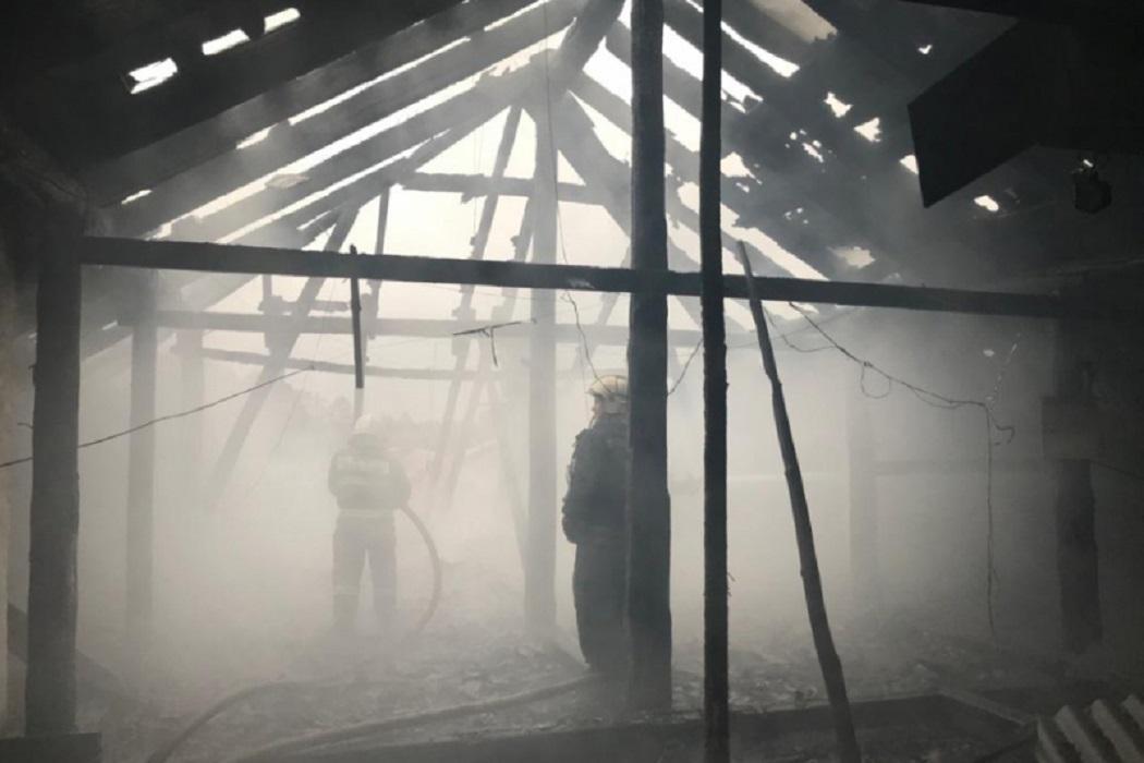 В Екатеринбурге расселят жильцов сгоревшего сегодня дома