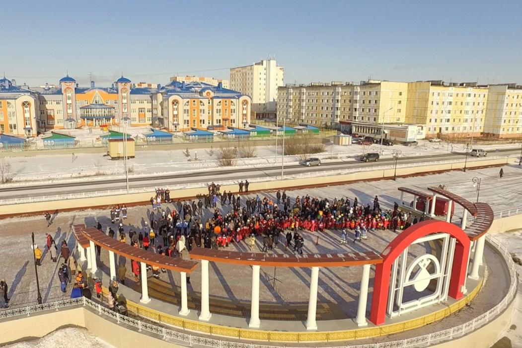 В Надыме торжественно открыта обновленная набережная Янтарного озера