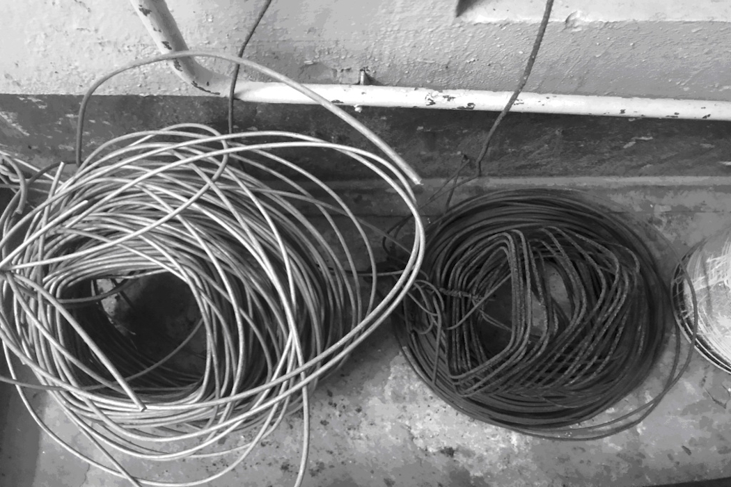 Двое свердловчан украли провод линии связи на железнодорожном перегоне