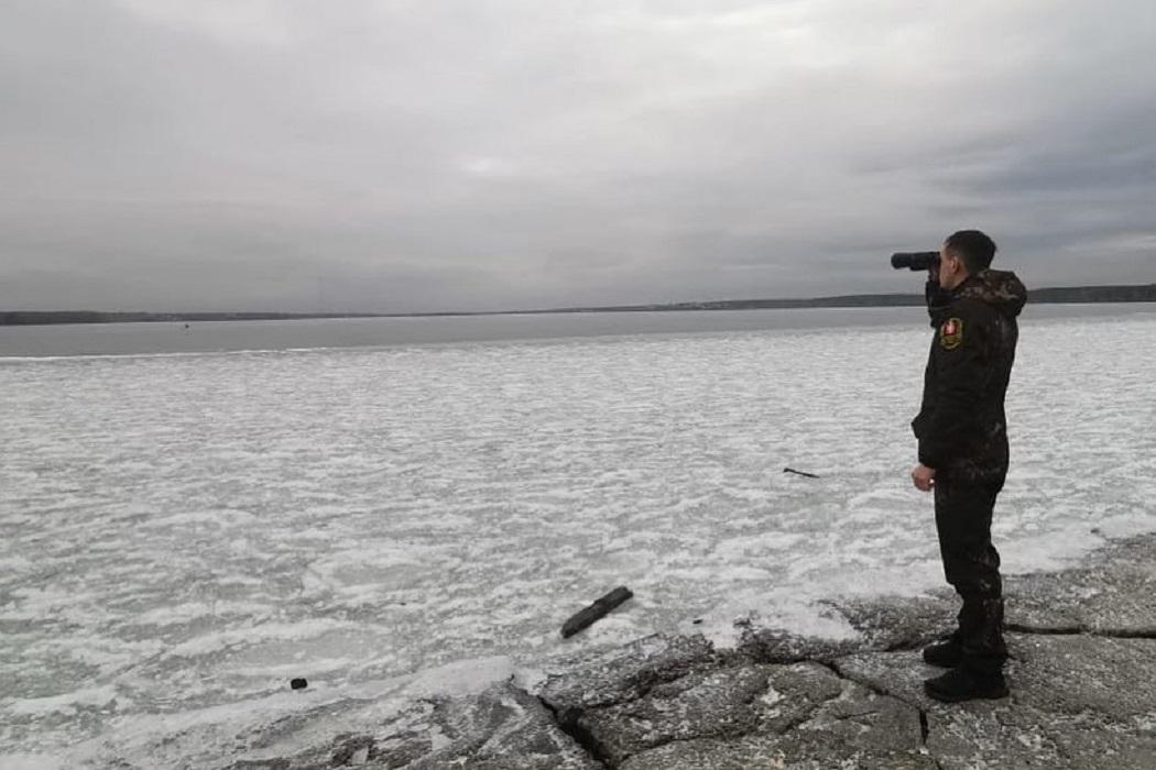 Инспекторы Шарташского лесопарка попросили рыбаков не выходить на лёд