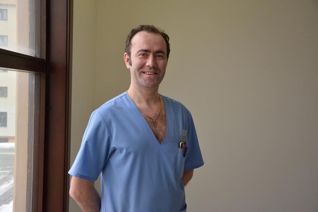 Тюменский кардиохирург третий раз спасает человека на борту самолёта