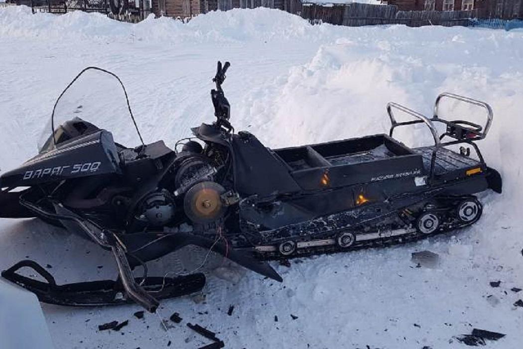 В Свердловской области мужчина и его 5-летний сын разбились на снегоходе