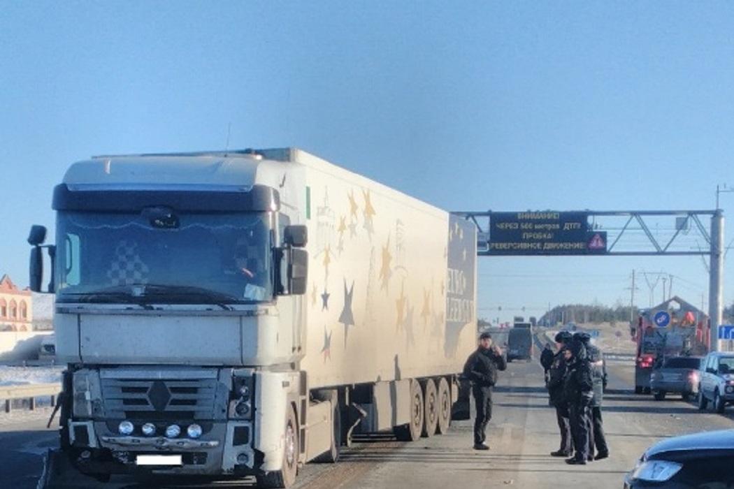 В Свердловской области в ДТП с грузовиком погибла беременная женщина