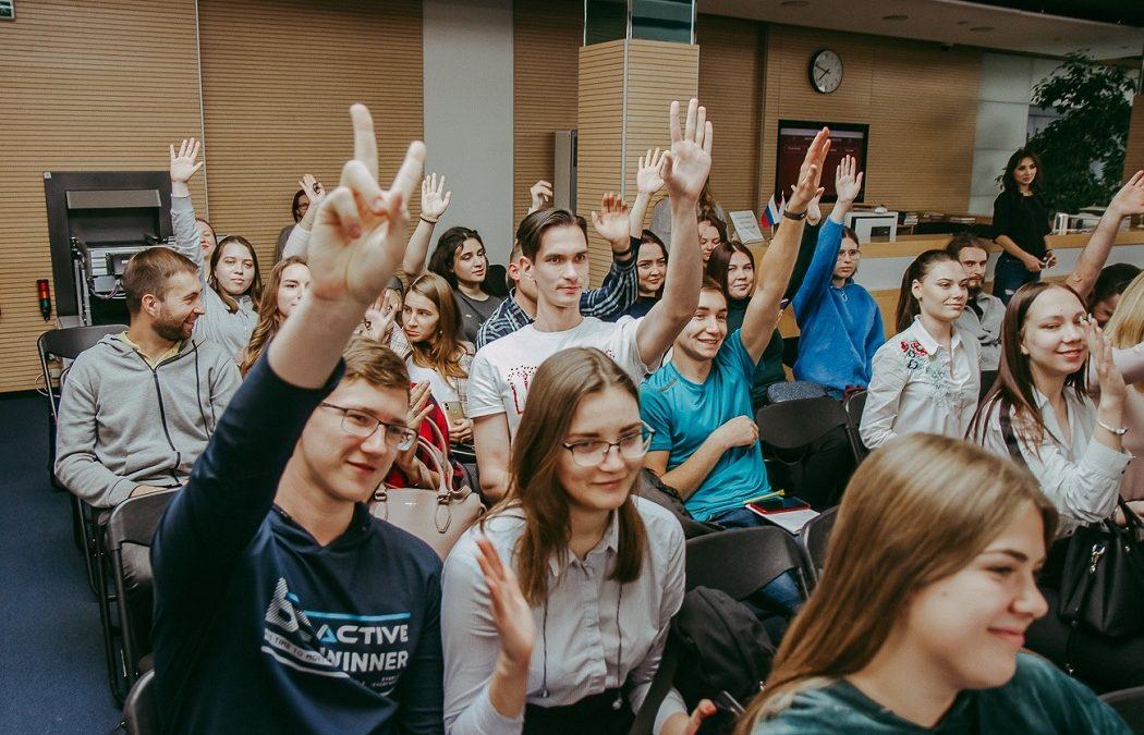 Тюменской молодежи помогут завести важные знакомства для старта карьеры