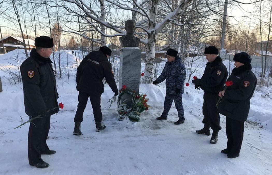 Югорские росгвардейцы почтили память погибшего товарища