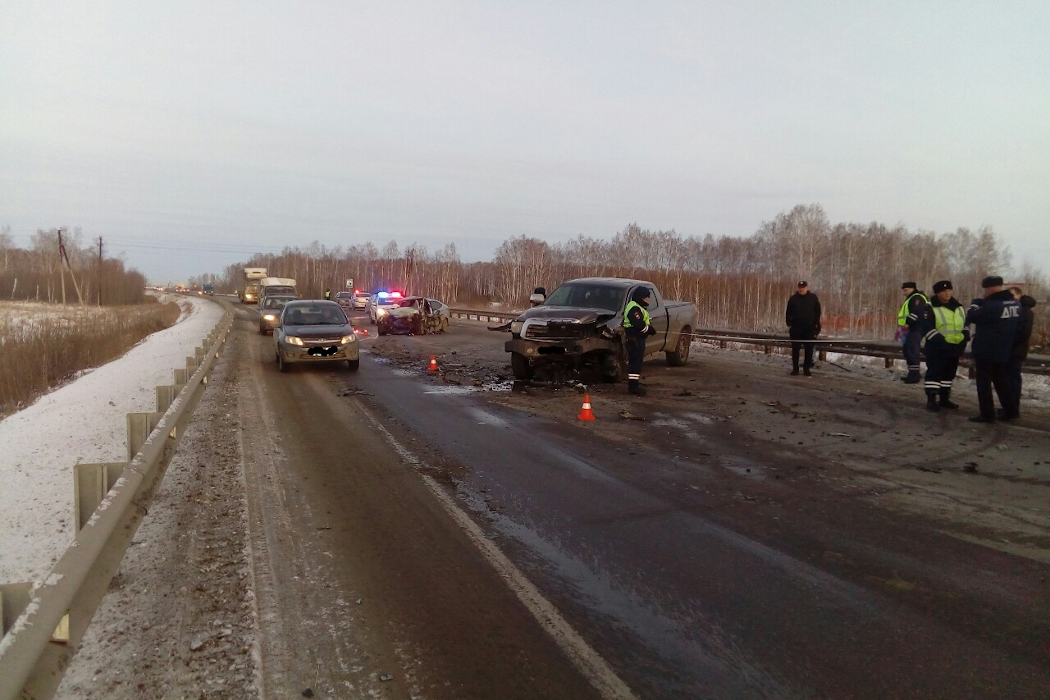 На Южном Урале легковушка столкнулась с пикапом. Погибло два человека