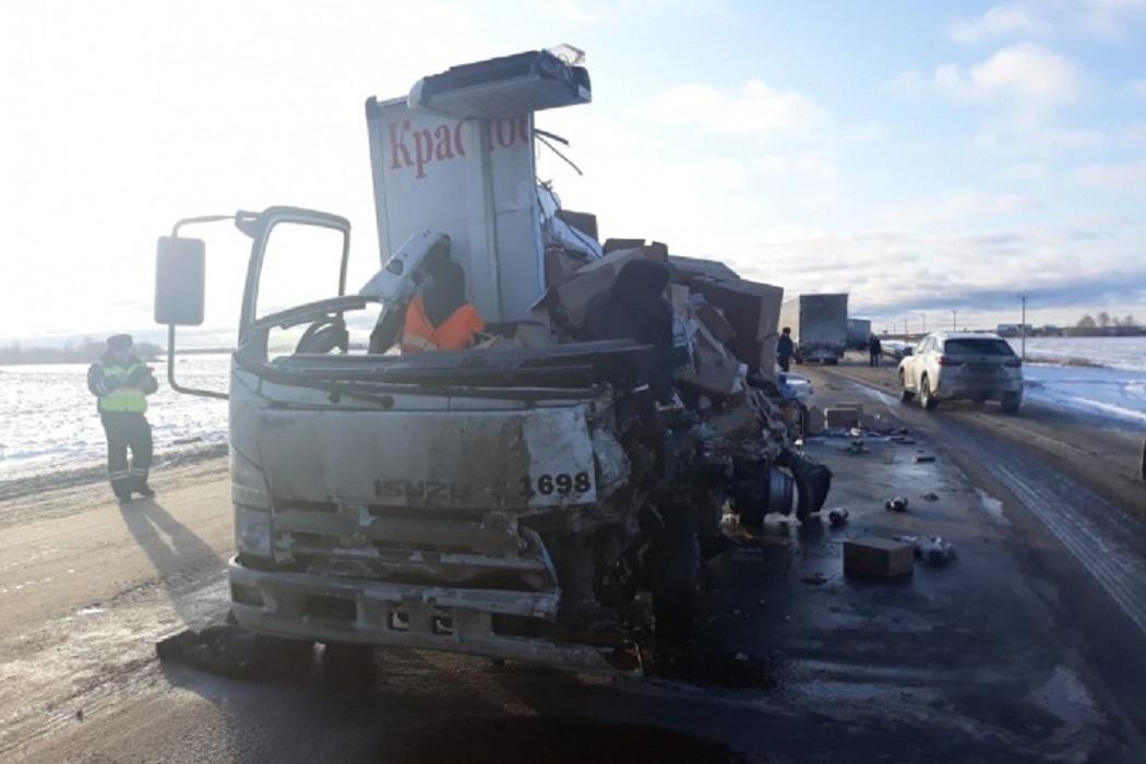 На трассе Екатеринбург-Тюмень погиб водитель грузовика 1