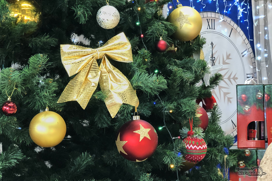 Новый год елка игрушки