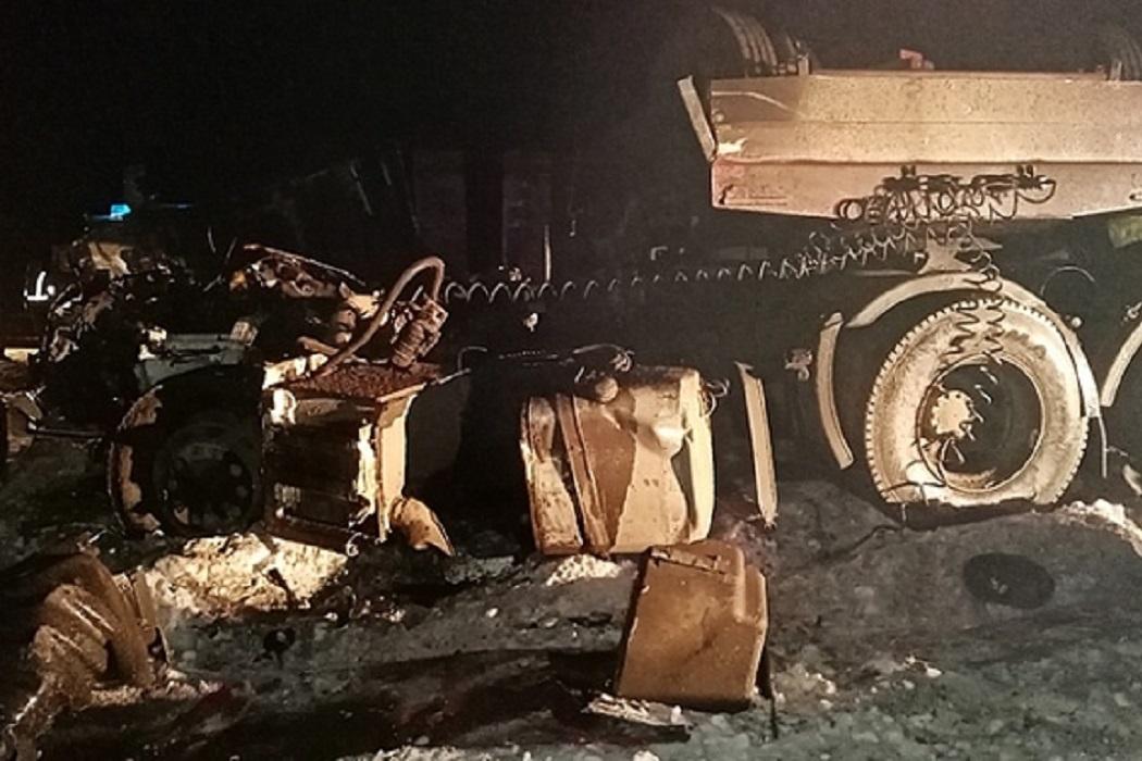 Под Талицей в столкновении двух грузовиков погиб мужчина