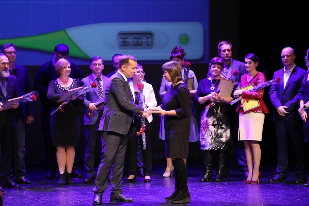 В Курганской области Губернатор вручил награды лучшим врачам