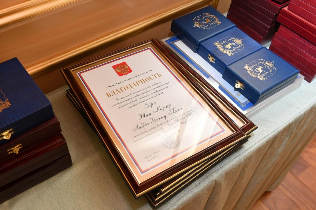 Глава Ямала Дмитрий Артюхов вручил награды за вклад в развитие округа