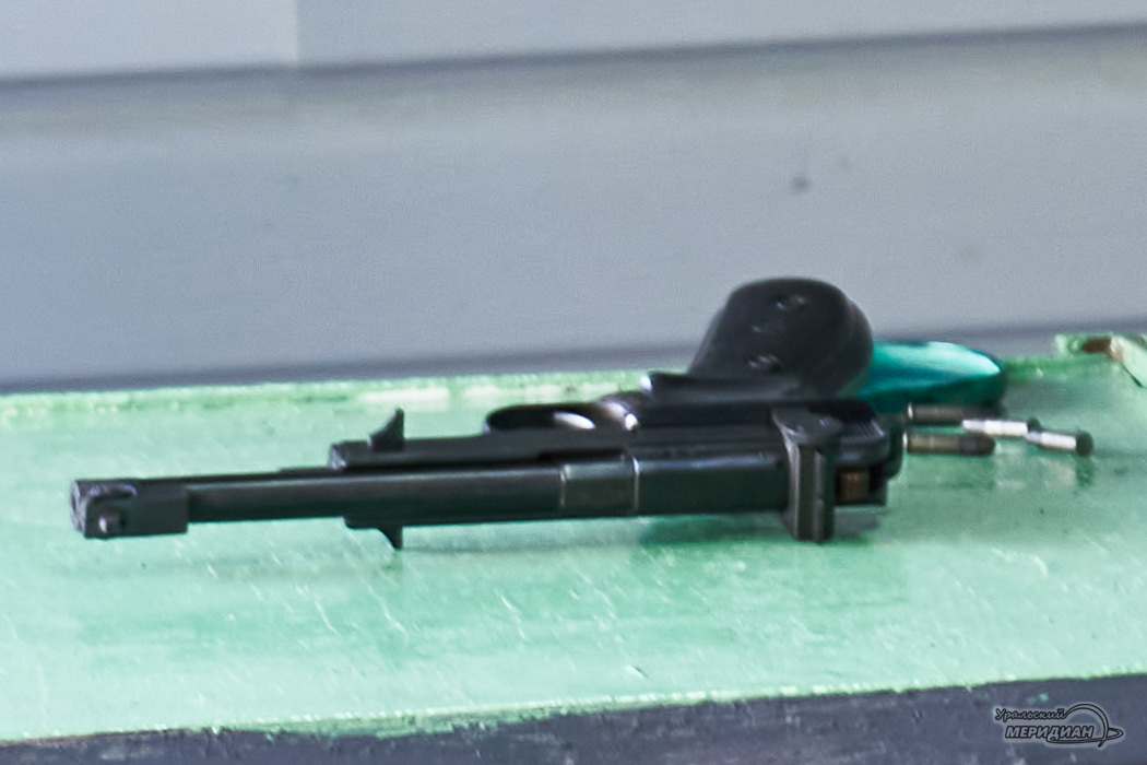 Oruzhie pistolet 1
