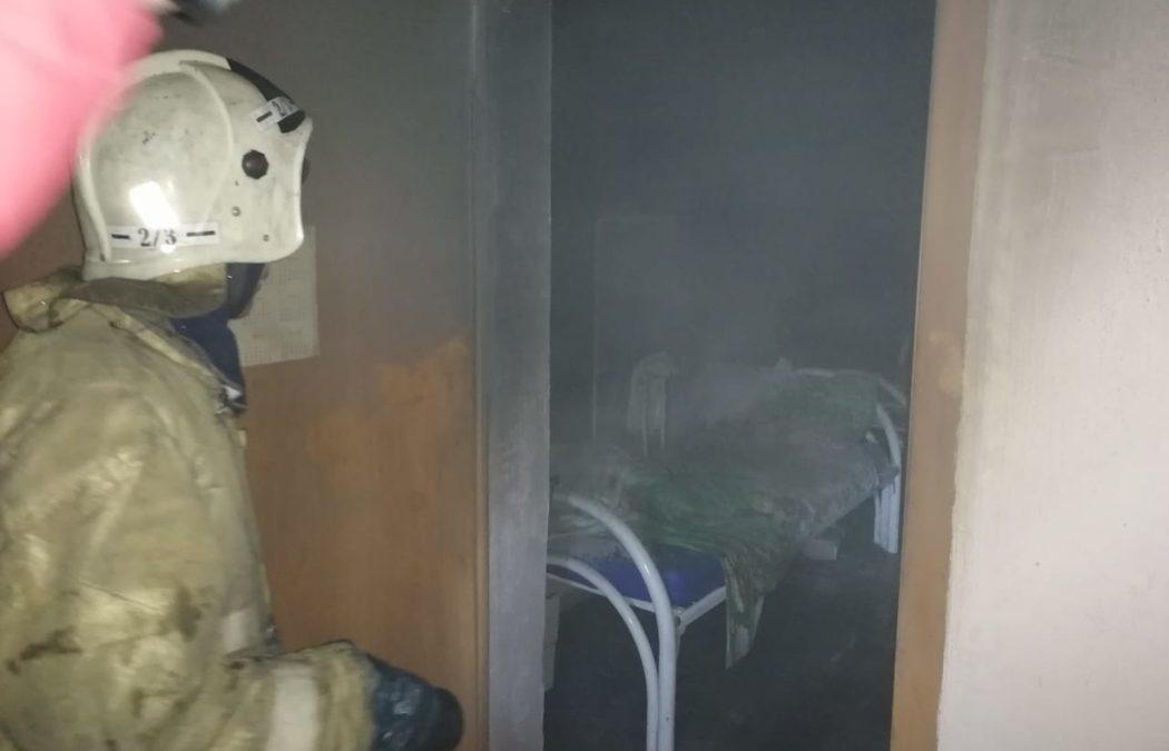 В уральском поселке произошел пожар в центре соцобслуживания населения