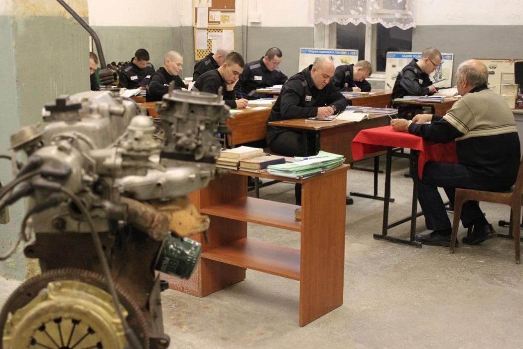 В екатеринбургской колонии 105 осужденных получили специальности