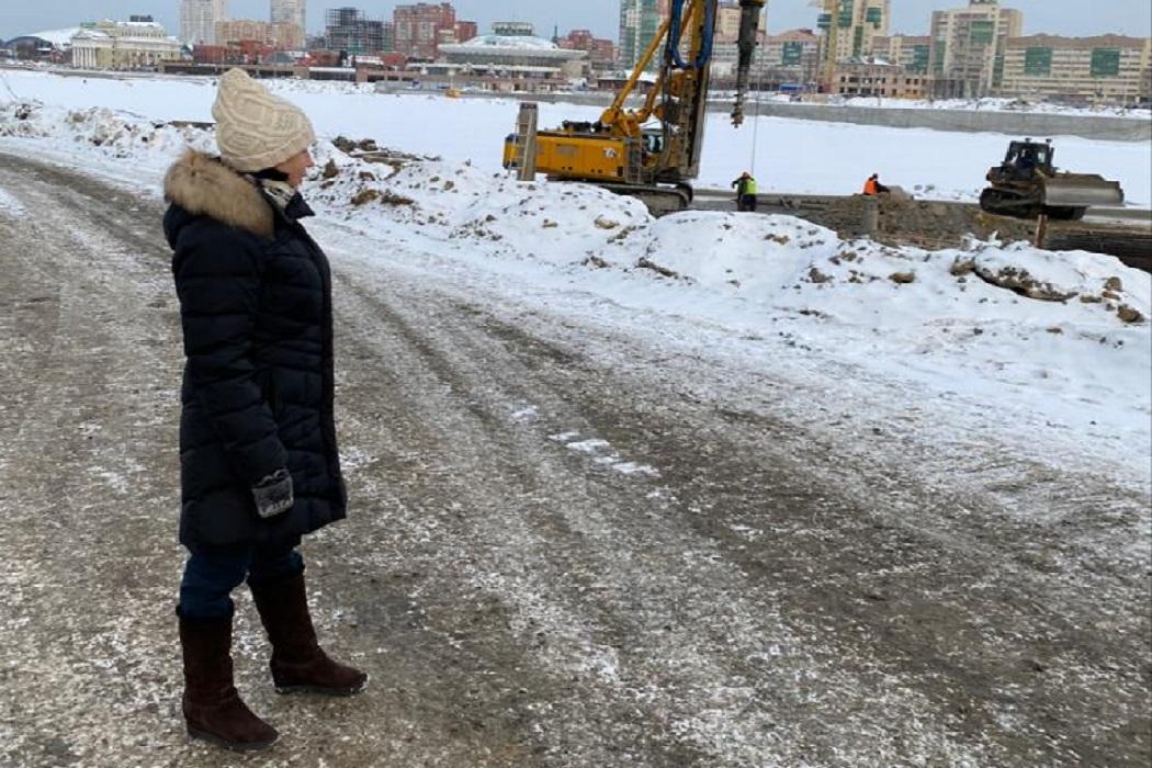 Глава Челябинска осталась довольна темпом благоустройства набережной