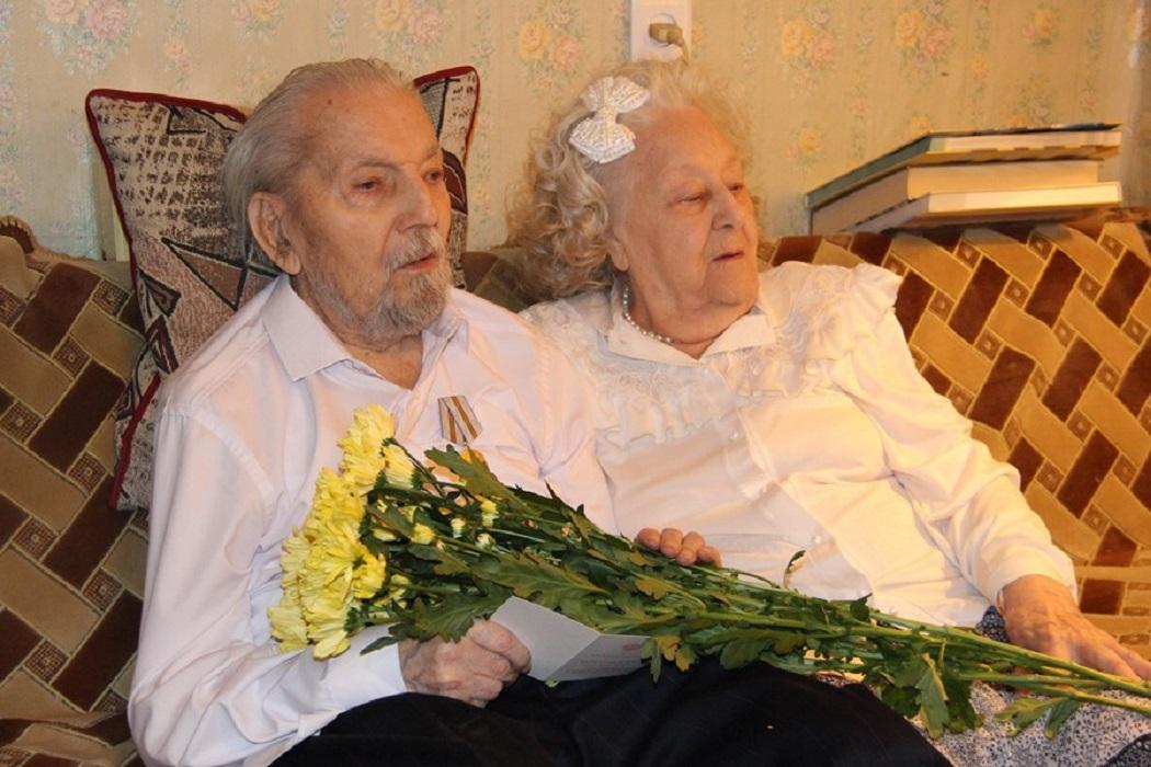 В Екатеринбурге супруги-долгожители отметили 200 лет на двоих
