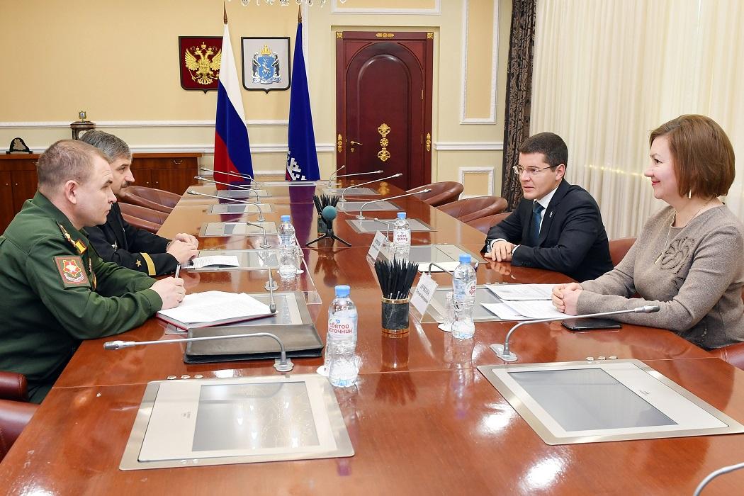 Дмитрий Артюхов встретился с новым военкомом Ямала