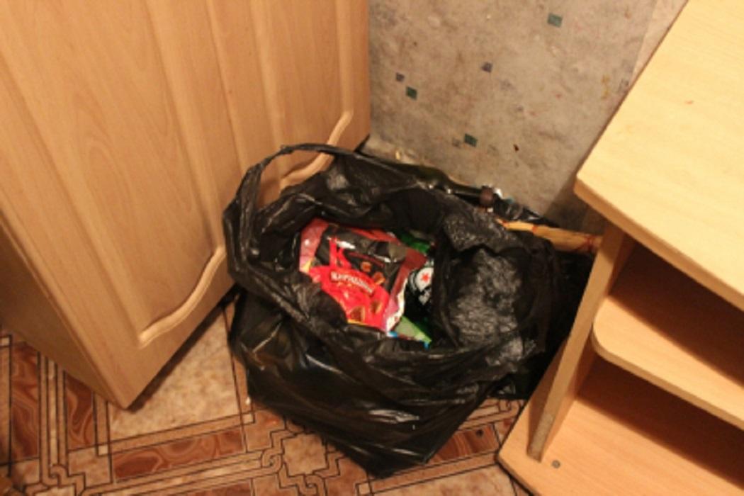 Двум тюменцам грозит срок за кражу выпивки из кафе
