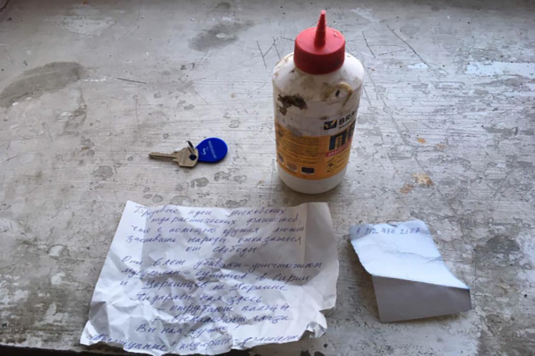 В Челябинске 60-летний горожанин расклеивал оскорбительные листовки