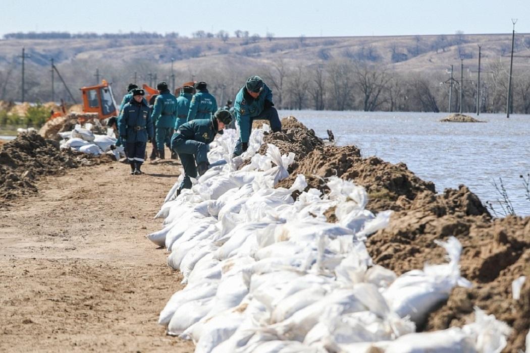 На Ямале перед паводком укрепили набережные и отсыпали дороги
