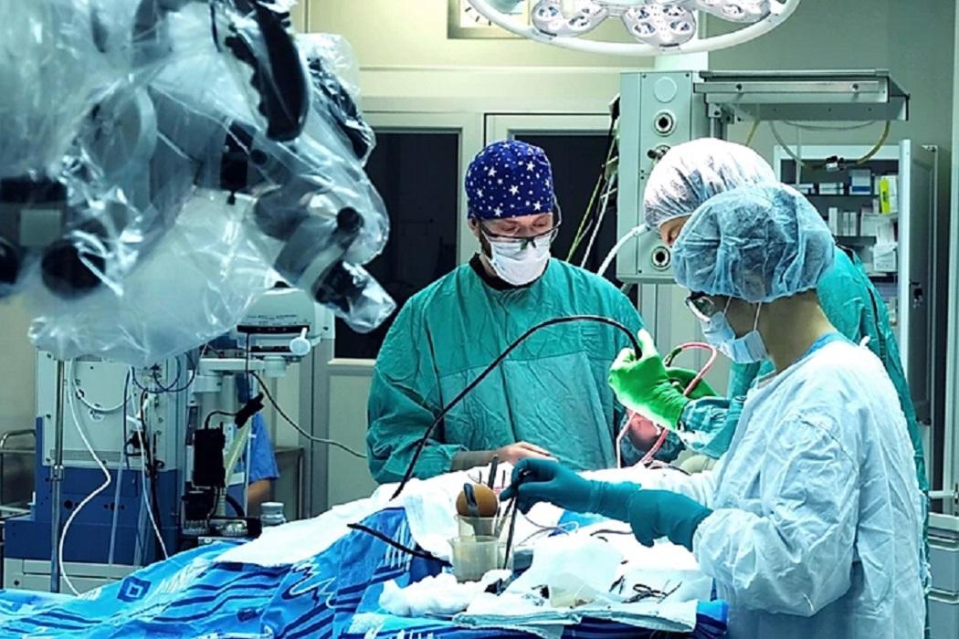 В Свердловский онкодиспансер приехали нейрохирурги со всей страны