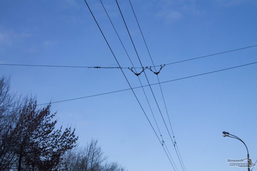Провода троллейбуса