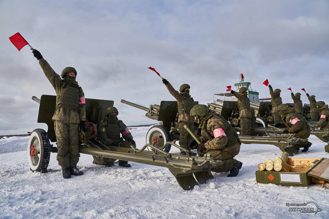 На полигоне в Екатеринбурге прошла тренировка салюта к 23 февраля