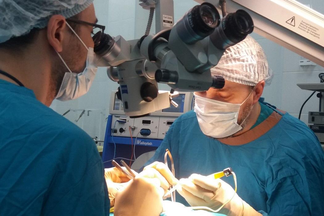 Тюменские врачи спасли новорождённого с расщеплением позвоночника