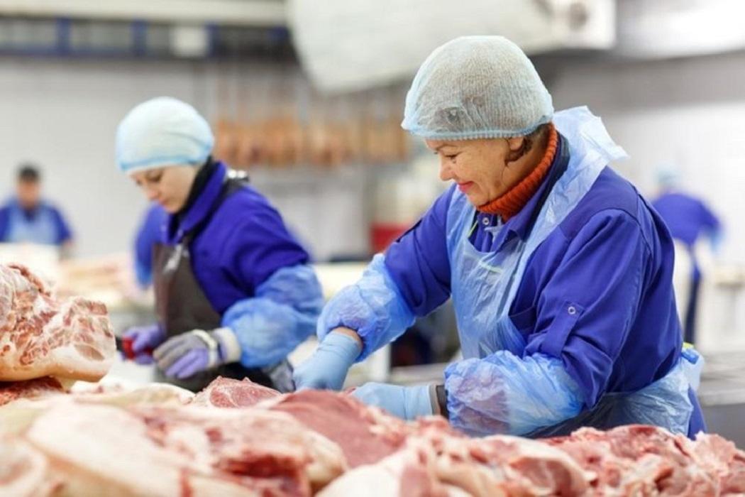 Тюменский бизнесмен трудоустраивает односельчан на мясном производстве