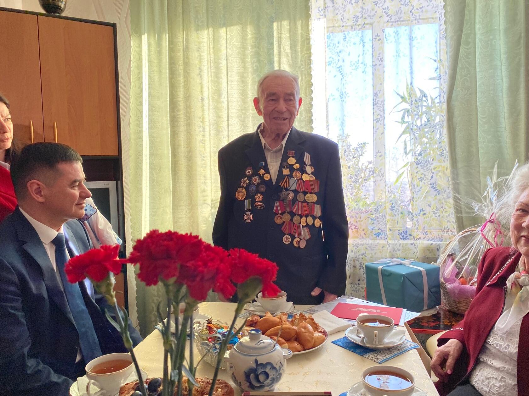 В Лабытнанги прошёл парад в честь единственного в городе ветерана ВОВ